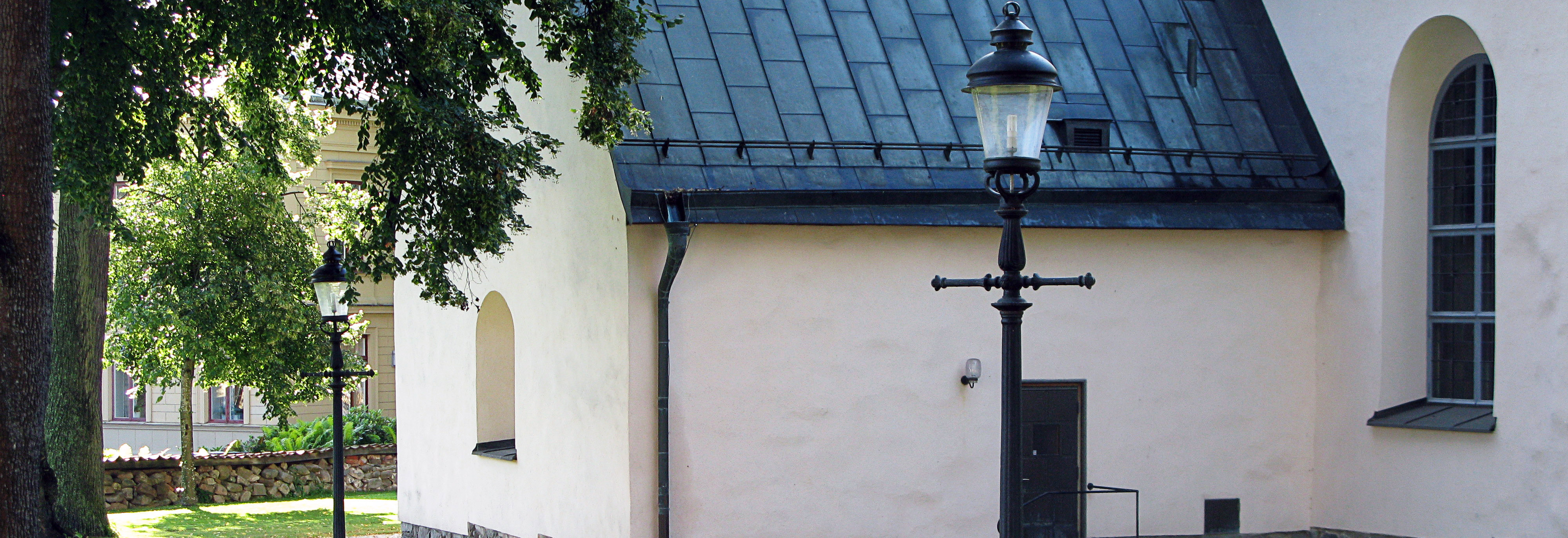 Kungslyktan samt stolpe i gjutjärn, Nicolaikyrkan i Nyköping
